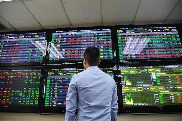"""Nới lỏng giãn cách: Nhà đầu tư """"cân não"""" nhiều hơn khi """"rót"""" tiền vào chứng khoán"""