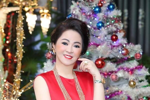 Bà Nguyễn Phương Hằng nói sẵn sàng hầu tòa nếu Thủy Tiên – Công Vinh khởi kiện