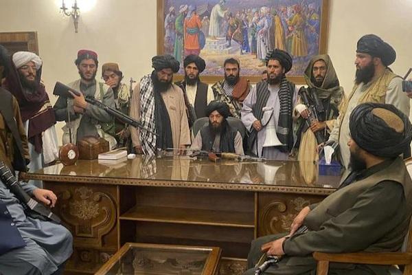 Nghẹt thở vụ thủ lĩnh Taliban bị đấm gây xả súng đẫm máu trong dinh tổng thống ở Kabul