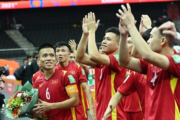 ĐT futsal Việt Nam được thưởng trước trận knock-out với Nga