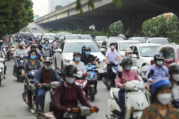 Hà Nội ùn tắc trở lại sau khi nới lỏng giãn cách tại nhiều quận, huyện