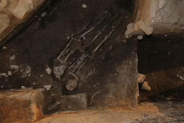 Hài cốt thiếu nữ trẻ chôn dưới cung điện cổ ở Hàn Quốc hé lộ bí mật kinh hoàng của vua chúa thời xưa
