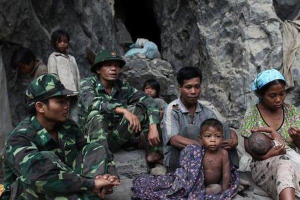 Chuyện chưa kể về tộc người thoắt ẩn, thoắt hiện giữa hệ núi đá vôi Phong Nha - Kẻ Bàng bí ẩn nhất thế giới
