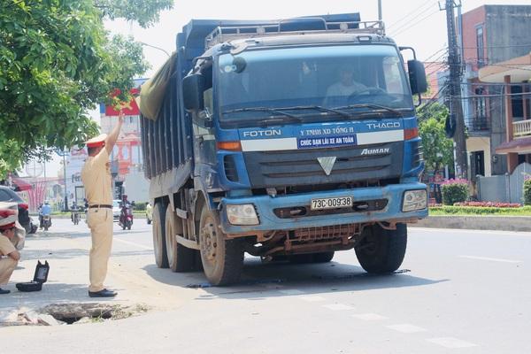 """Tăng nặng xử phạt với vi phạm giao thông đường bộ: """"Đánh"""" vào túi tiền và trách nhiệm người tham gia giao thông"""