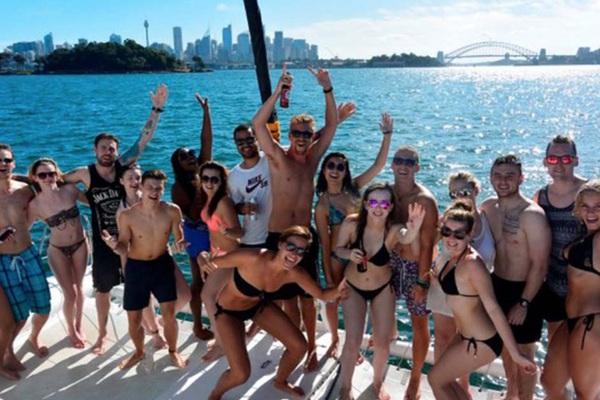 """Australia: Đếm ngược thời gian lộ trình tự do """"chân dài bikini sexy"""" lại tràn xuống bãi biển"""