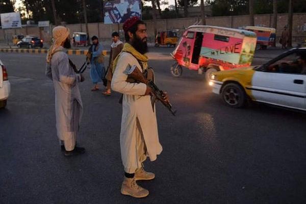 """Thủ lĩnh Taliban """"đau đầu"""" vì không quản nổi các chiến binh """"làm càn"""", trả thù đẫm máu"""