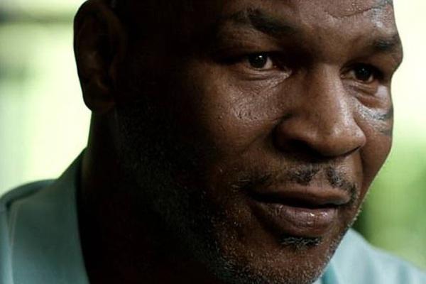 """Sốc: """"Tay đấm thép"""" Mike Tyson oai hùng từng là... thỏ đế"""