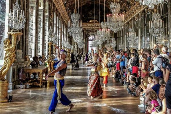 """Những kỳ quan cung điện thế giới nổi tiếng """"hớp hồn"""" khách du lịch bởi sự lộng lẫy và huyền bí"""