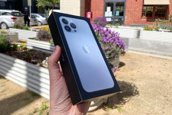 Giá iPhone 13 xách tay về Việt Nam: Giảm sốc gần 10 triệu chỉ sau vài ngày