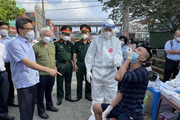 Phó Thủ tướng phê bình lực lượng y tế không hướng dẫn kỹ cho người dân tự test Covid-19, gây lãng phí