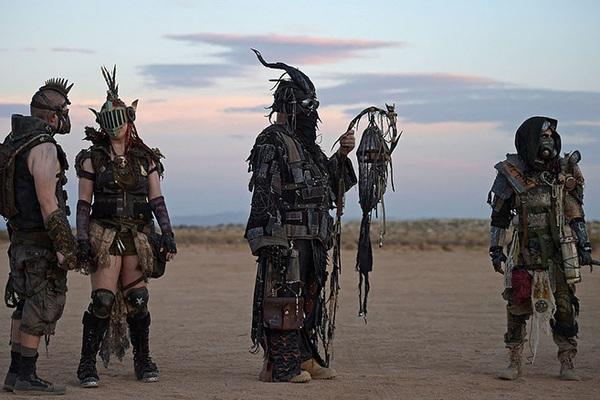 """Điểm đến du lịch sa mạc nổi tiếng nhất Bắc Mỹ tràn ngập Cosplayer """"kỳ quặc"""" dịp lễ hội"""