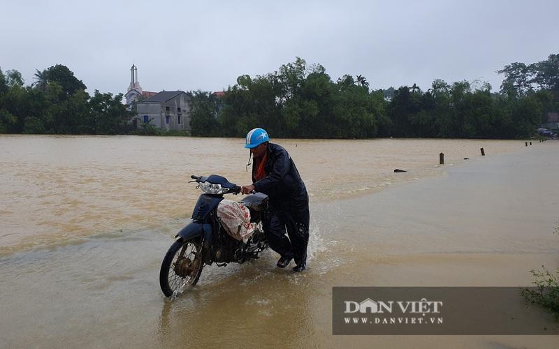 Hà Tĩnh: Nước sông Ngàn Sâu dâng cao, 5 xã ở Hương Khê bị cô lập