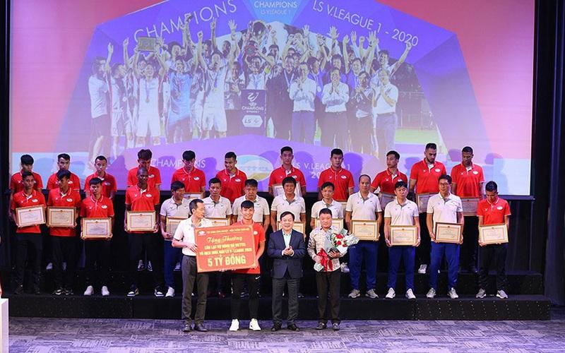 """Vô địch V.League 2020, Viettel FC nhận thưởng """"khủng"""" cỡ nào?"""