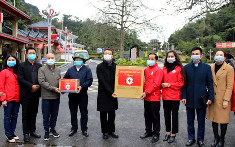 Lạng Sơn: Tặng hàng nghìn khẩu trang giúp Trung Quốc chống dịch virus Corona