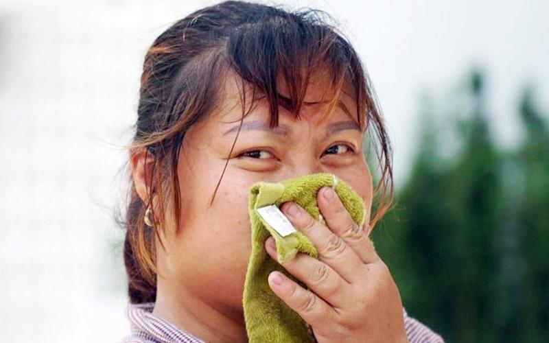 """Nhiệt độ Hà Nội gần 40 độ C, những người nào thường xuyên """"đội nắng"""" nhất?"""