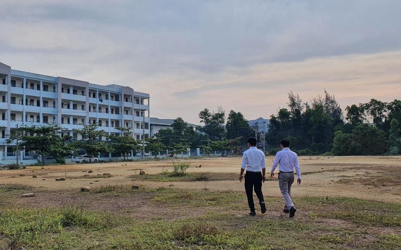 """Bộ trưởng Phùng Xuân Nhạ bàn chuyện gỡ """"nút thắt"""" Làng Đại học """"treo"""" 23 năm ở Đà Nẵng"""