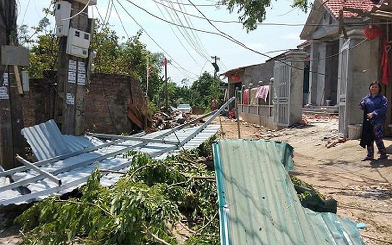 Dông lốc ở Phú Thọ: 9 người thương vong, gần 2.800 ngôi nhà thiệt hại