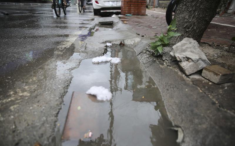 Hệ thống thoát nước bị xâm lấn, Hà Nội đứng trước nguy cơ ngập úng do mưa bão
