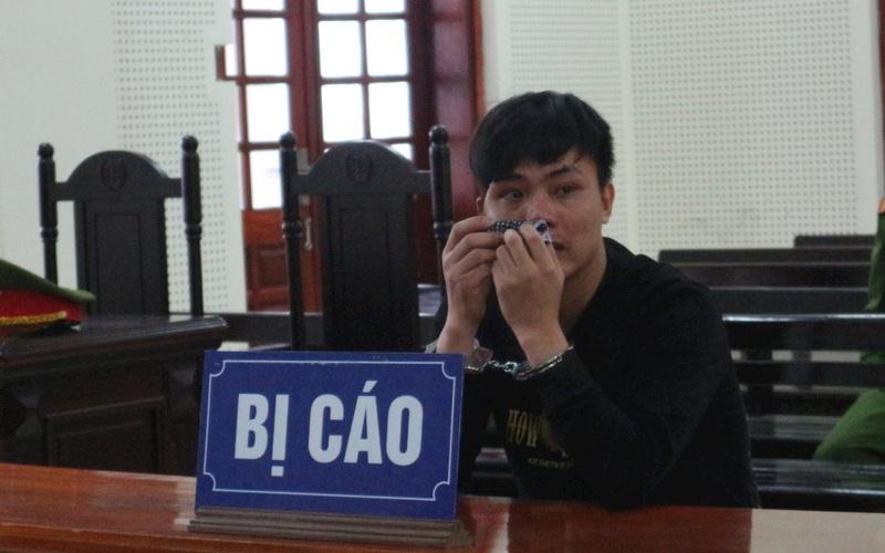 Giọt nước mắt ân hận của ông bố trẻ sau khi trộm đồ của người nước ngoài