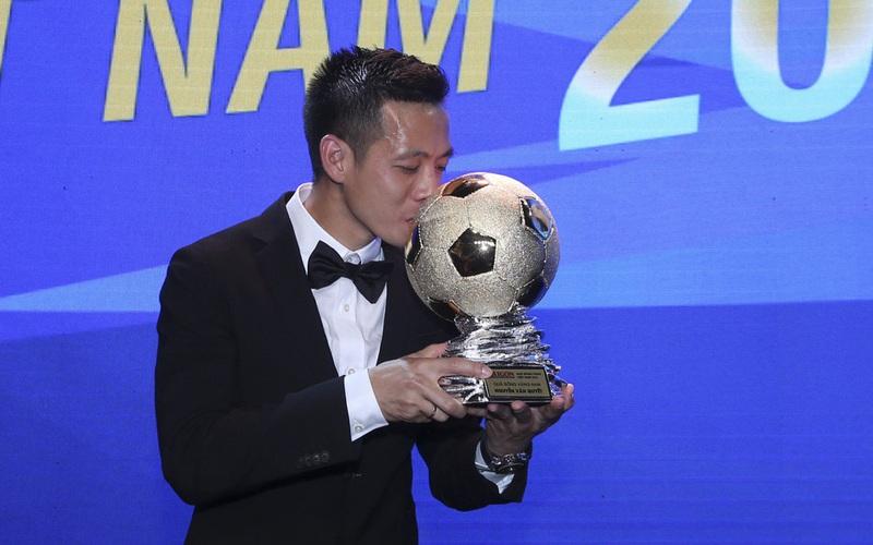 """Quả Bóng Vàng Văn Quyết - """"V League là mục tiêu hàng đầu của tôi và Hà Nội FC"""""""