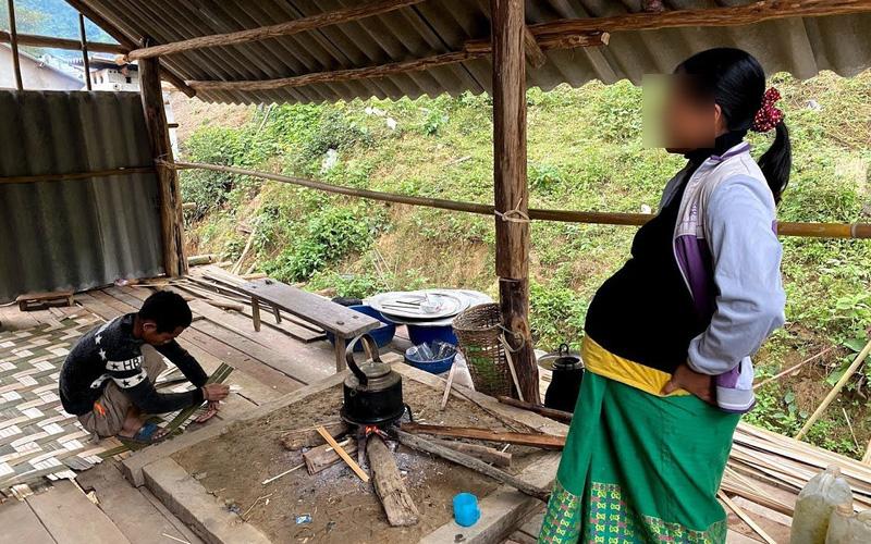 """Ác mộng buôn bán bào thai ở Chăm Puông (Bài 1): """"Vượt cạn"""" trong túp lều!"""
