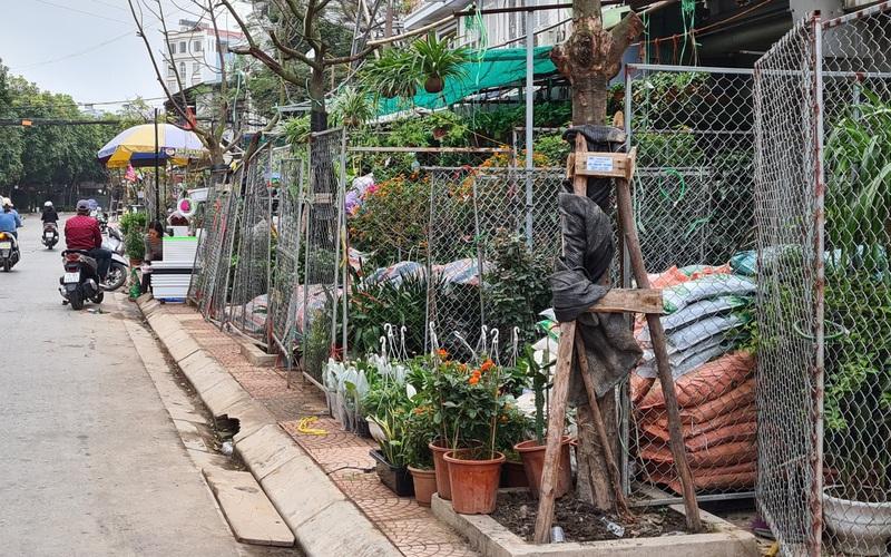 Vỉa hè bị quây bằng rào sắt để bán hàng ở Hải Phòng: Cam kết ngày 23/3 sẽ đồng loạt cưỡng chế tháo dỡ