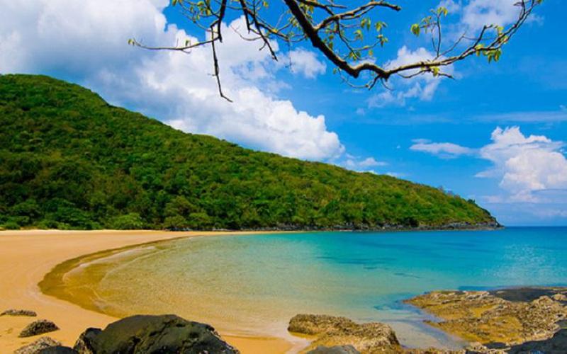 Du lịch Côn Đảo: Giá vé đắt đỏ 8 triệu 1 người nhưng du khách vẫn đổ xô đặt vé