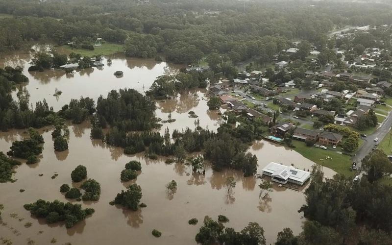 Mưa lớn, lũ quét kinh hoàng tàn phá bờ biển phía Đông nước Úc