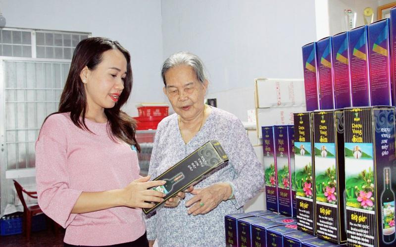 Kiên Giang: Rượu sim Bảy Gáo Phú Quốc nổi tiếng 3 đời tại sao vẫn tham gia OCOP?