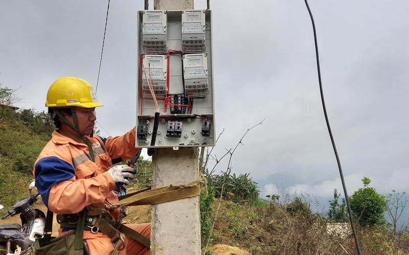 Điện về bừng sáng nơi rẻo cao Suối Bau