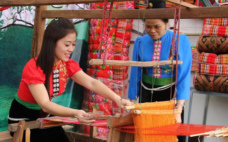 Độc đáo nghề dệt vải thổ cẩm truyền thống của người Thái