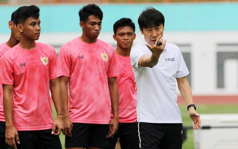 """Tuyển thủ Indonesia đồng thanh hô """"đánh bại Việt Nam"""" và sự thật """"đắng lòng"""""""