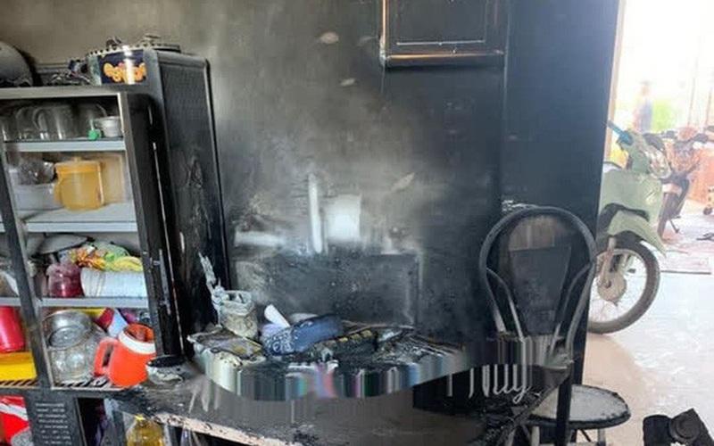 Tẩm xăng đốt nhà người yêu cũ và lôi nạn nhân vào bên trong để cùng chết chung