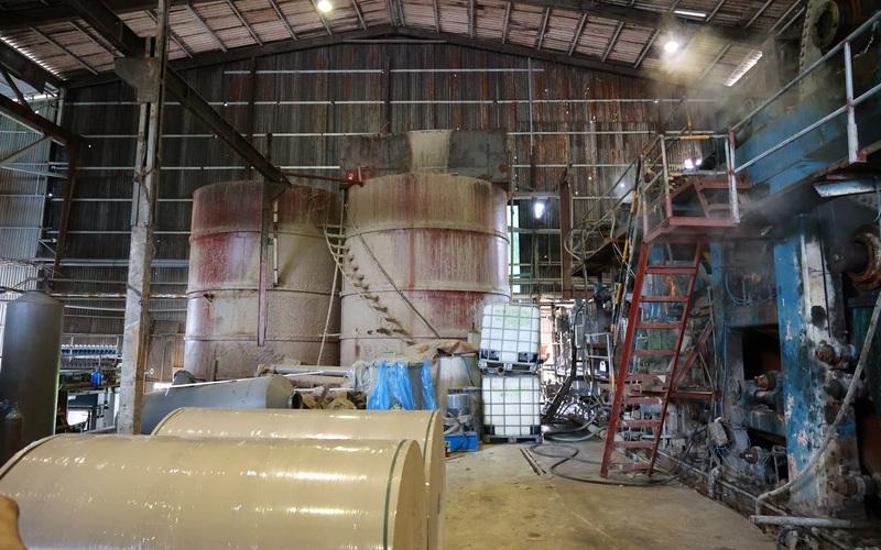 Kinh hãi bên trong nhà máy sản xuất giấy vừa bị đình chỉ ở Phong Khê