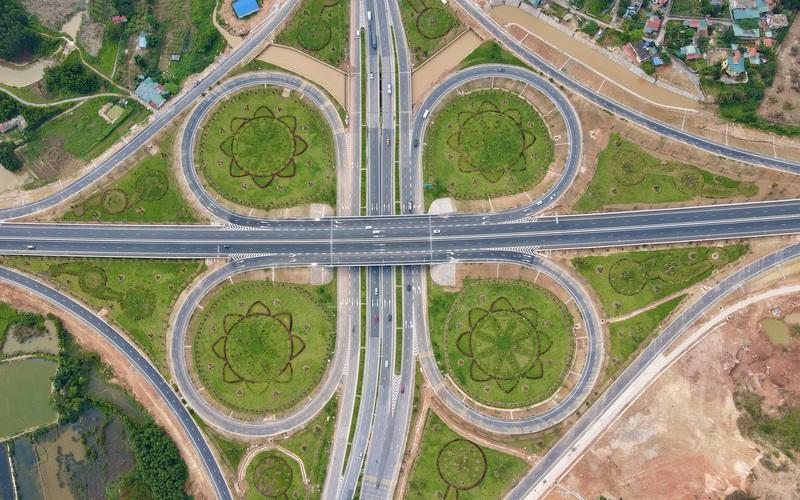 Chiêm ngưỡng nút giao hình cánh hoa khổng lồ hơn 400 tỷ đồng hoành tráng nhất Quảng Ninh