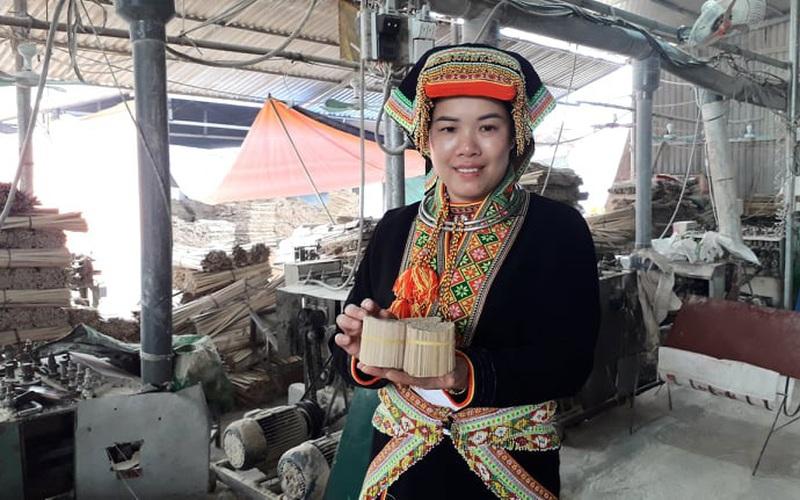 Thái Nguyên: Vợ chồng người Dao khá giả, lại giúp được người làng có việc làm quanh năm nhờ nghề này