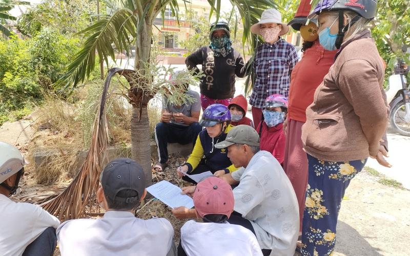 Bình Định: Dân kéo đến trụ sở chính quyền phản đối doanh nghiệp múc cát dưới lòng sông