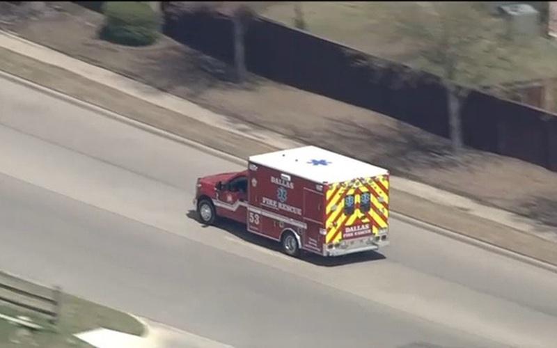 """Chạy trốn trên chiếc xe cứu thương ăn trộm, thanh niên 19 tuổi khiến cảnh sát """"phát điên"""""""