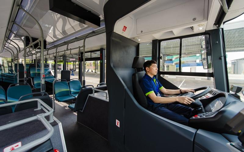 Clip: Trải nghiệm xe buýt điện VinBus vừa chính thức lăn bánh tại Hà Nội