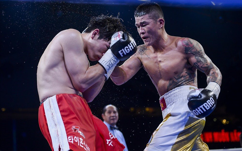 Tung hơn 200 cú đấm, Trương Đình Hoàng hạ gục 2 võ sĩ của Thái Lan