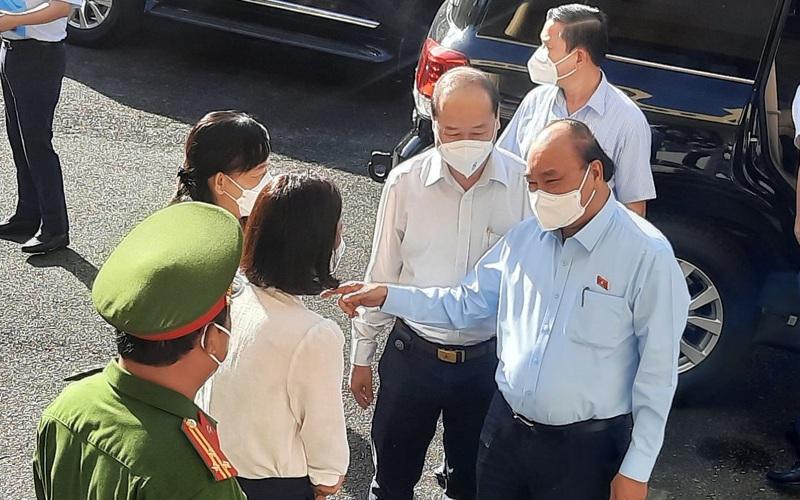 Chủ tịch nước Nguyễn Xuân Phúc tiếp xúc cử tri Củ Chi: Người dân mong tiêm vaccine cho người dưới 18 tuổi