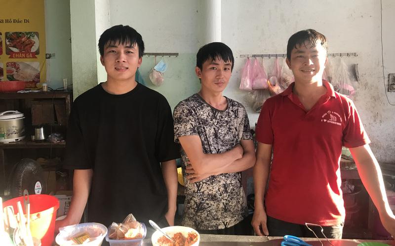 Ba anh em nghèo bốc vác thuê trở thành chủ chuỗi quán ốc nổi tiếng ở Huế, mỗi ngày đút túi tiền triệu