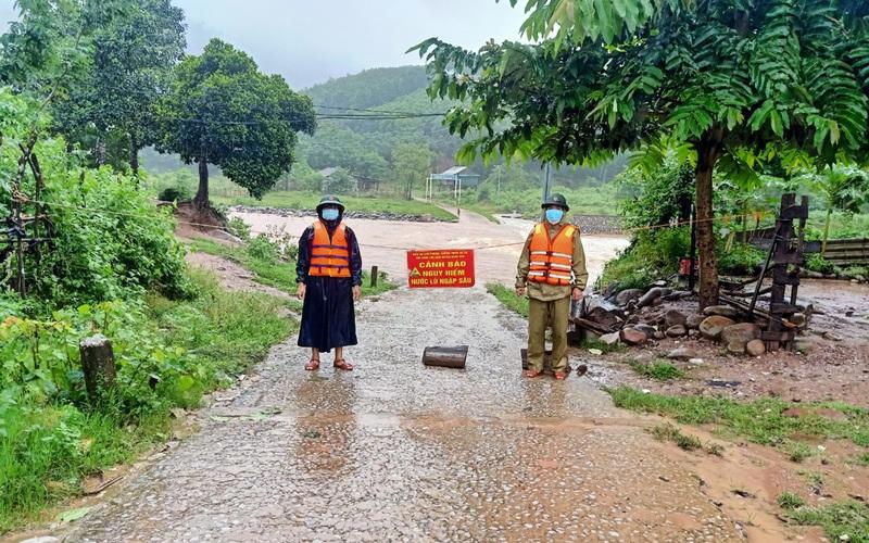 Quảng Bình: Mưa lớn gây ngập sâu, chia cắt nhiều vùng, 22 người đi rừng đang bị cô lập