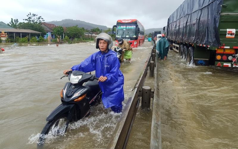 TT-Huế: Nhiều vùng ngập lũ do mưa lớn kéo dài, thủy điện tăng lưu lượng xả nước