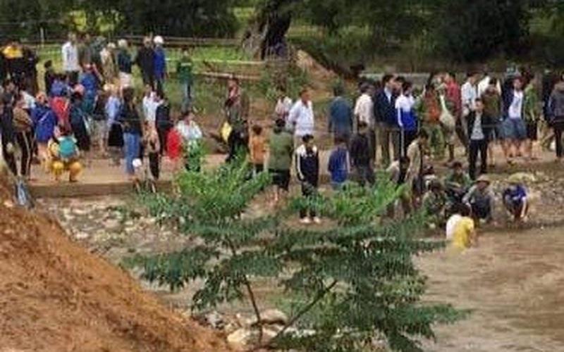 Đạp xe qua ngầm tràn, học sinh lớp 5 bị nước cuốn trôi