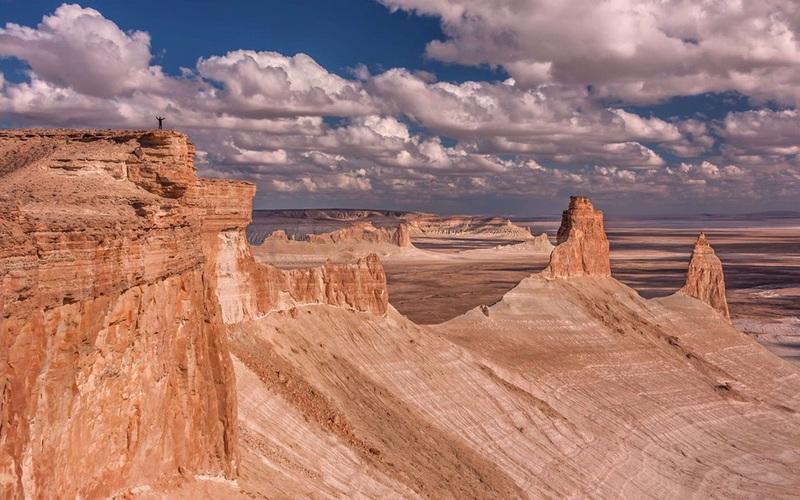 Chiêm ngưỡng vẻ hùng vĩ của sa mạc trải dài qua 3 quốc gia, diện tích gần bằng nước Anh và Scotland