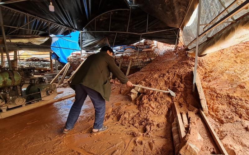 Clip: Cứ mưa lớn là dân không dám ngủ, vì lo sạt lở đất đổ ập xuống nhà