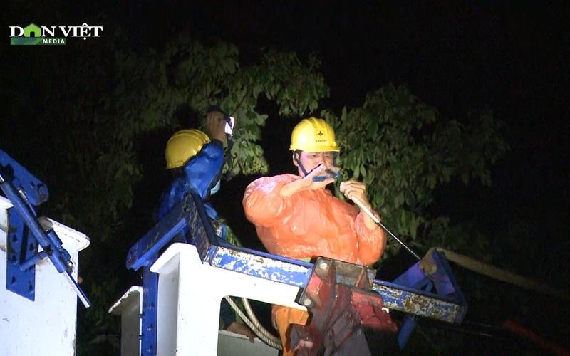 Kon Tum: Mưa dông gió lốc tốc mái nhiều nhà dân, sét đánh hỏng đường điện
