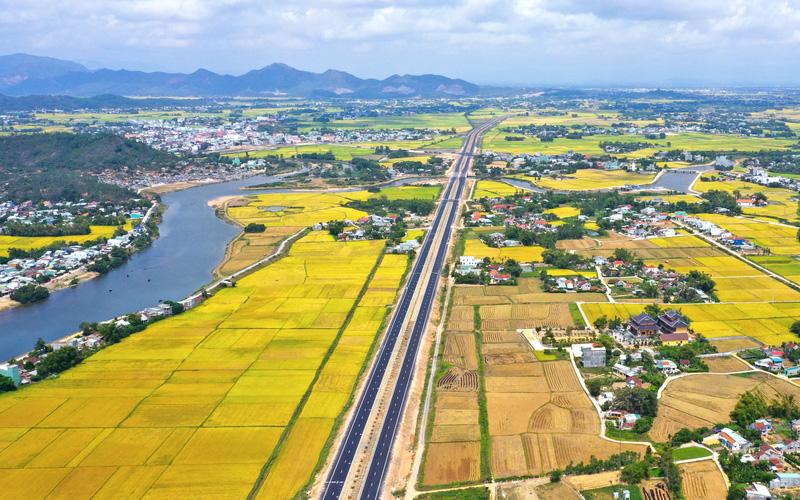 Bình Định: Hăm doạ, thông đồng trong đấu giá đất, Chủ tịch huyện yêu cầu chấn chỉnh