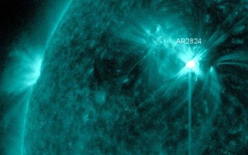 """Vết đen Mặt trời đang """"đốt"""" Trái đất bằng một làn sóng bức xạ"""